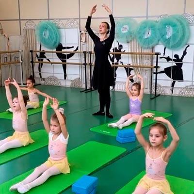 детское занятие балетом в крылатском